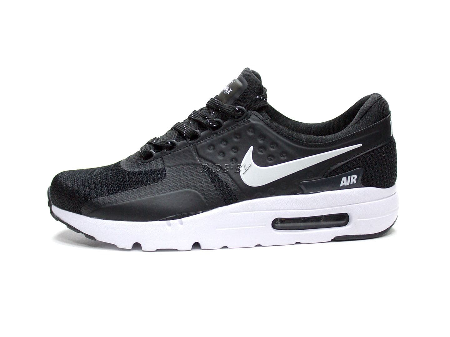 Изображение кроссовок nike-air-max-zero-essential-n6005